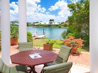Tranquil Villa by canal, in the heart of Noosa - Noosaville vacation rentals
