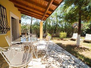 Beautiful 1 bedroom Villa in Agios Georgios - Agios Georgios vacation rentals