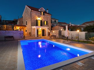 Traditional stone villa with pool near Maslinica, Šolta - Maslinica vacation rentals