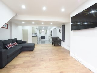 6 Bed House Leeds Slps 16 (59) - Leeds vacation rentals
