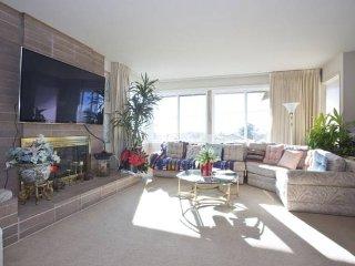 Bright 3BR with Private Patio and City Views - El Cerrito vacation rentals