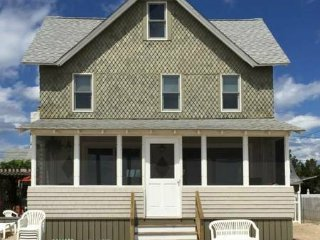 6br - 9 RM WATERFRONT SUMMER COTTAGE FOR RENT ON PRIVATE BEACH - Clinton vacation rentals