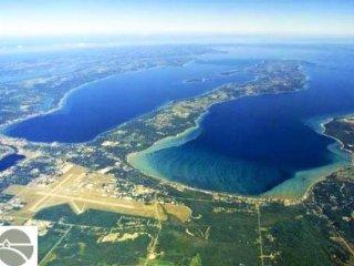A fantastic Condo on Grand Traverse East Bay - Acme vacation rentals