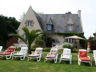 Chez Renée et Raynal Villa de vacances en Bretagne - Plounevez-Lochrist vacation rentals