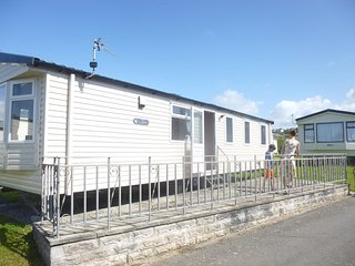 Nice Caravan/mobile home with Parking and Satellite Or Cable TV - Westward Ho vacation rentals