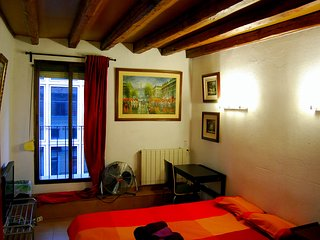Double Room  CALLAO - SOL - GRAN VIA (Red). WE RENT A ROOM, NOT THE ENTIRE APT. - Madrid vacation rentals
