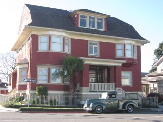 Cute Cozy Creative & Centrally located apartment in Eureka - Eureka vacation rentals
