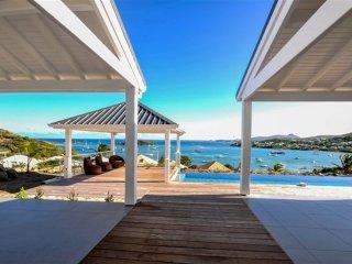 VILLA  FACE A SAINT BARTH ET L ILET PINEL - Saint Martin vacation rentals