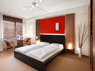 Vacation Apartment in Munich - 290 sqft, hotel service, great location, modern - Eichenau b Muenchen vacation rentals