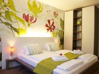 LLAG Luxury Vacation Apartment in Munich - 527 sqft, hotel service, great - Eichenau b Muenchen vacation rentals