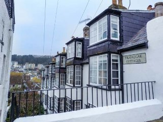 THE FISHERMAN'S REST, Grade ll listed cottage, WiFi, courtyard patio, in Hastings, Ref 943185 - Hastings vacation rentals