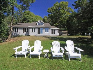 Bright 3 bedroom Sauble Beach Cottage with Internet Access - Sauble Beach vacation rentals