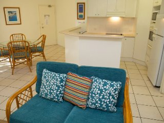 Two Bedroom apartment in Currumbin minutes from the beach - 3 - Currumbin vacation rentals