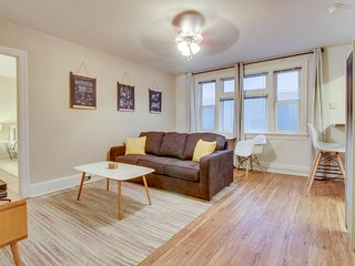 Lovely cosmopolitan condo in vintage building with nearby lake, gardens, & more! - Seattle vacation rentals