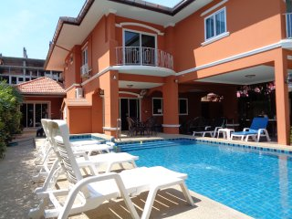 5 Bedroom Villa with Private Pool Walking Street/Central Pattaya 10 Minutes Away - Jomtien Beach vacation rentals