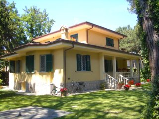5 bedroom Villa with Television in Forte Dei Marmi - Forte Dei Marmi vacation rentals