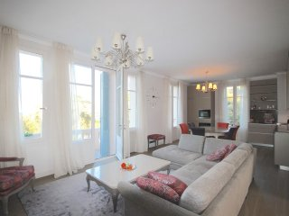 Amazing, recently renovated 3 bedroom apartment near the beach on Cap d'Antibes - Antibes vacation rentals