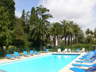 Top floor 3 bedroom apartment with sea view, terrace, pool, 5 min from the sea - Juan-les-Pins vacation rentals