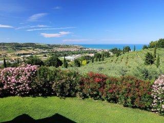 Comfortable 4 bedroom Campofilone Villa with Internet Access - Campofilone vacation rentals