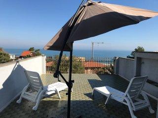 MARE VERDE - Attico a 100 m. dalla spiaggia, con vista mare - Marcelli di Numana vacation rentals