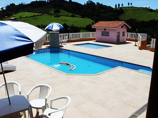 Nice Chalet with Internet Access and Shared Outdoor Pool - Piracaia vacation rentals