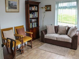 FLINTWOOD FARMHOUSE, spacious farmhouse, fishing lake, beautiful countryside, in Belchford near Horncastle, Ref 949093 - Horncastle vacation rentals