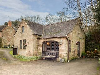 THE OLD SMITHY character, detached, beams, pet-friendly, Alton, Ref 951792 - Alton vacation rentals