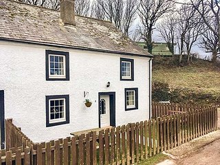 2 LOW BRAYSTONES FARM COTTAGE, character cottage, three bedrooms, dog-friendly, in Braystones, Beckermet, Ref 952029 - Beckermet vacation rentals