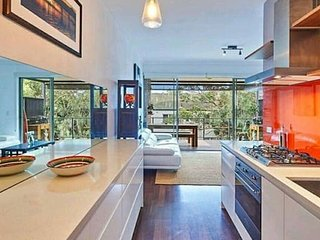 Beach retreat - walk to Sydney's famous beaches - Clovelly vacation rentals