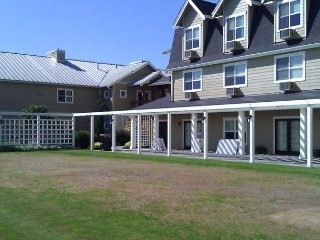 Homestead Resort 1 bdrm,slp4 Avail:May 4-20 and Sept.25-Oct.16,Only $699/ week - Lynden vacation rentals