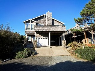 SPINDRIFT HIDEAWAY ~ MCA# 1686 ~ Luxurious premiere townhome close to beach! - Manzanita vacation rentals
