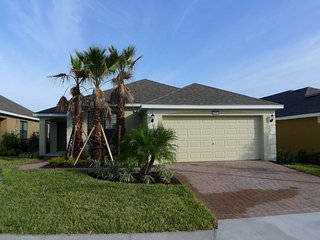 Victoria Woods at Providence 4/3 Pool Home property, fully furnished, with full kitchen, and all linens and towels. - Davenport vacation rentals
