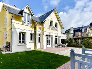 Charming cottage in the heart of Deauville - Deauville vacation rentals