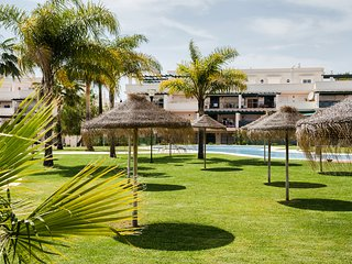 Typical Spanish apartment in private resort - Puerto José Banús vacation rentals
