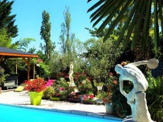 B&B - HERMINE OCCITANE - Maison d'hôtes- Chambre Namaste - Gratens vacation rentals