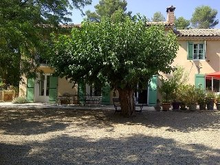 Charming Provencal farmhouse, 10 minutes from Aix - Saint-Marc-Jaumegarde vacation rentals