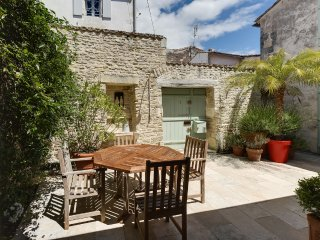 Cottage with character in the historical neighbour - Saint Martin de Re vacation rentals