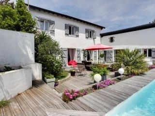 Maison avec studio indépendant et piscine - Anglet vacation rentals