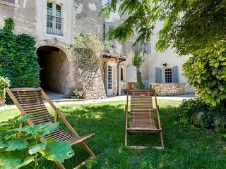 The charm and character of Luberon´s old stone bui - Oppede vacation rentals