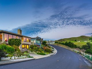 Spacious home with stunning ocean views - walk to the beach & golf! - Bodega Bay vacation rentals