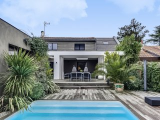 Maison avec piscine entre ville et Médoc - Bordeaux vacation rentals