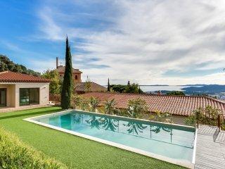Spacieuse villa vue mer dans le village de Bormes - Bormes-Les-Mimosas vacation rentals