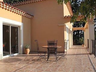 Jolie villa avec piscine aux portes du Luberon - Saumane-de-Vaucluse vacation rentals