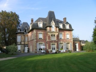 Cozy 1 bedroom Lisieux Bed and Breakfast with Parking - Lisieux vacation rentals