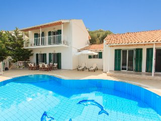 Spacious 4 bedroom Villa in Kassiopi - Kassiopi vacation rentals