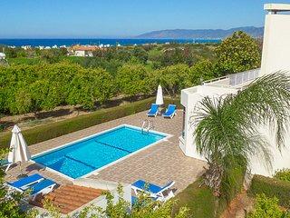Bright 4 bedroom Villa in Latchi - Latchi vacation rentals