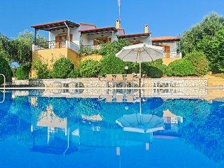 Beautiful 4 bedroom Villa in Agios Stefanos NE - Agios Stefanos NE vacation rentals