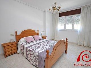 Bright 2 bedroom Muros Apartment with Internet Access - Muros vacation rentals