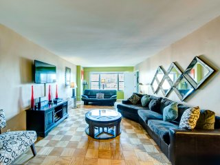 STUNNING TWO BED 2 BATH ,BALCONY, GYM IN  FULL SERVICE  BUILDING, (Upper East ) - New York City vacation rentals