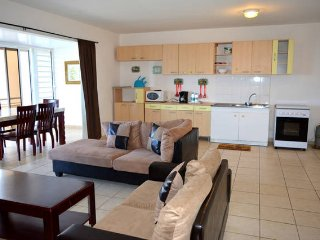 Appartement Punavai Maha - 3 chambres -piscine et vue mer - Tahiti - 6 pers - Punaauia vacation rentals